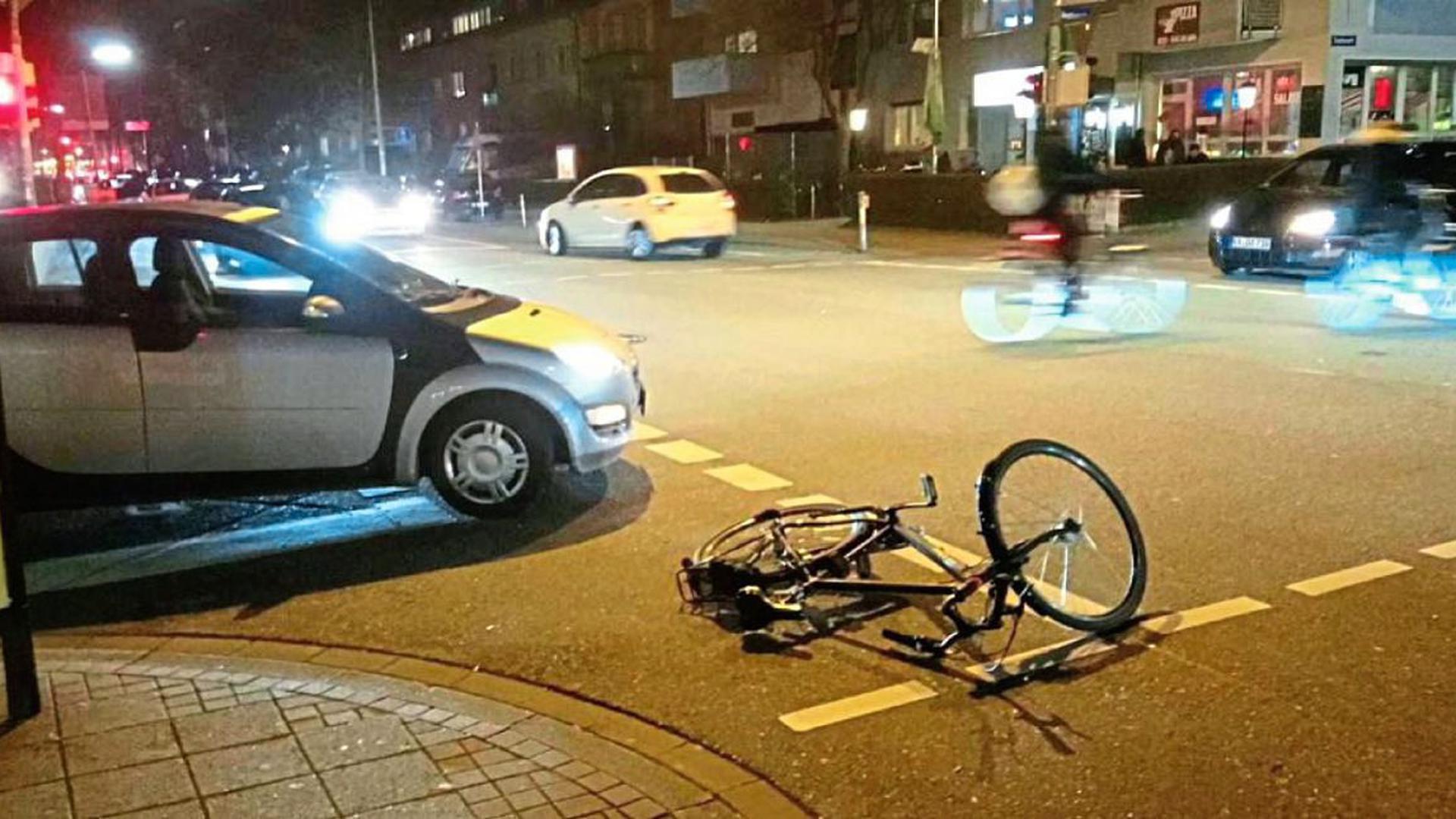 Abbiegende Autos bringen Radfahrer besonders oft zu Fall, so wie in den vergangenen Monaten mehrfach an der Sophien- und der Reinhold-Frank-Straße. Die Kreuzung ist ein Unfallschwerpunkt. Die Polizei setzt auf neue Wege bei der Auswertung von Daten, um kritische Passagen besser zu erkennen und zu entschärfen.