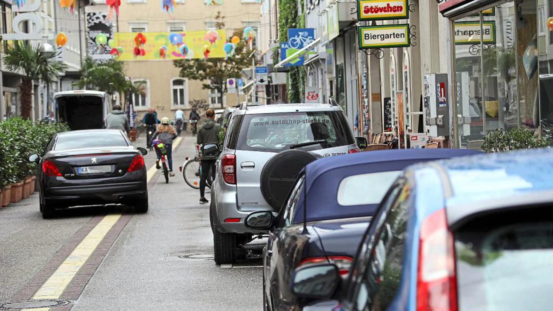Autoverkehr und Parkflächen in der Südliche Waldstraße könnten bald Geschichte sein: Im Karlsruher Gemeinderat wurde ein entsprechender Antrag gestellt. Nun ist der Planungsausschuss am Zug.