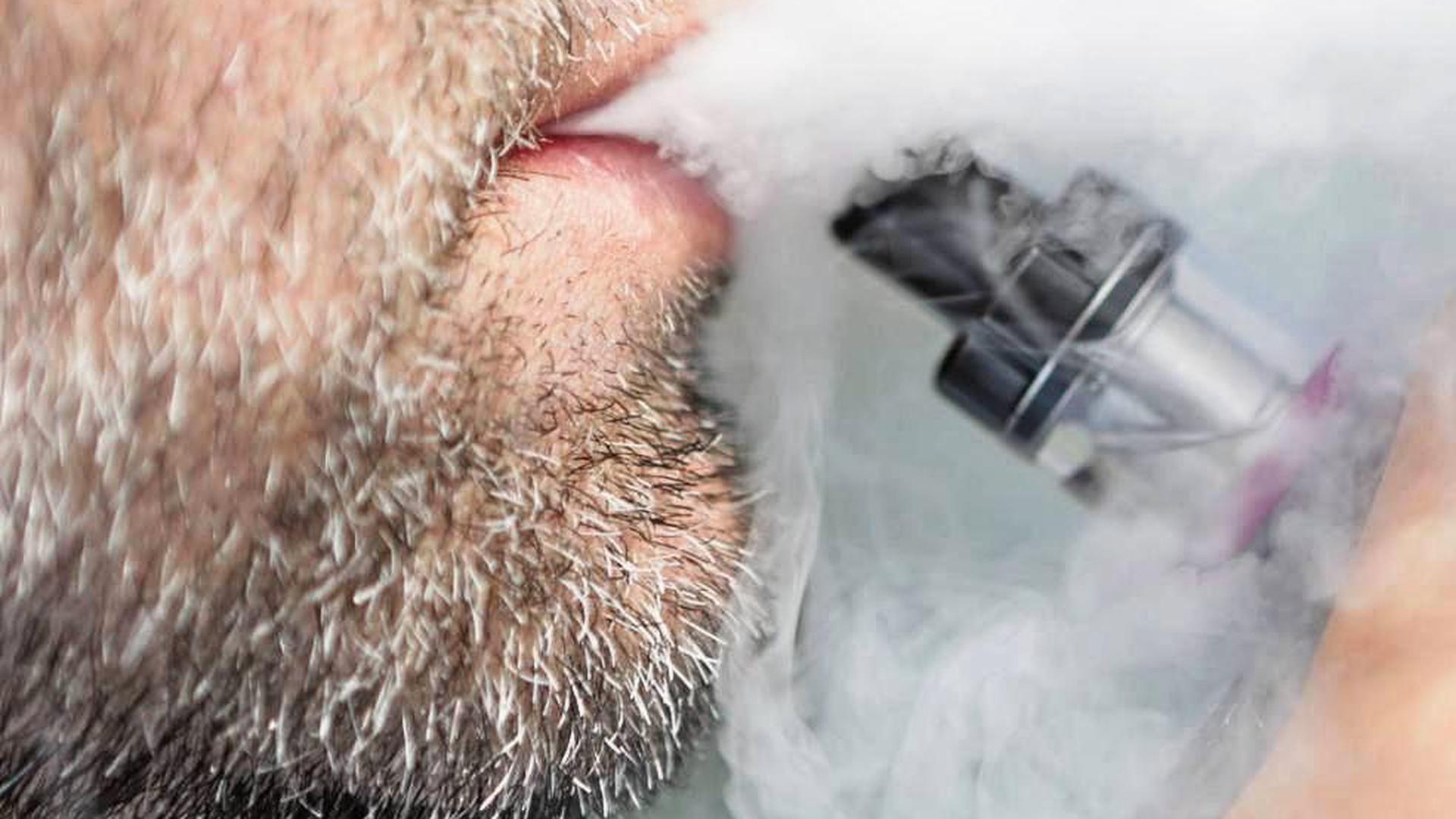 Über E-Zigaretten und Tabakerhitzer kursieren viele Mythen. Suchtexperten und Mediziner diskutierten in Karlsruhe über die Fakten.