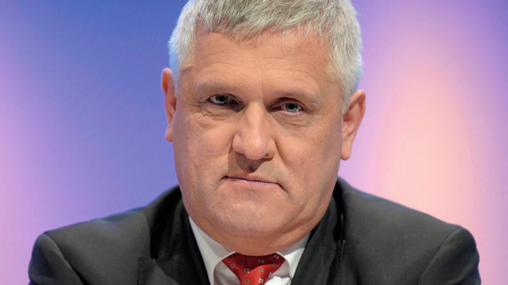 """""""Bislang so nicht bekannte Dimension."""" EnBW-Vorstand Hans-Josef Zimmer sagt, man gehe dennoch mit der gewohnten Unaufgeregtheit mit der Situation um."""
