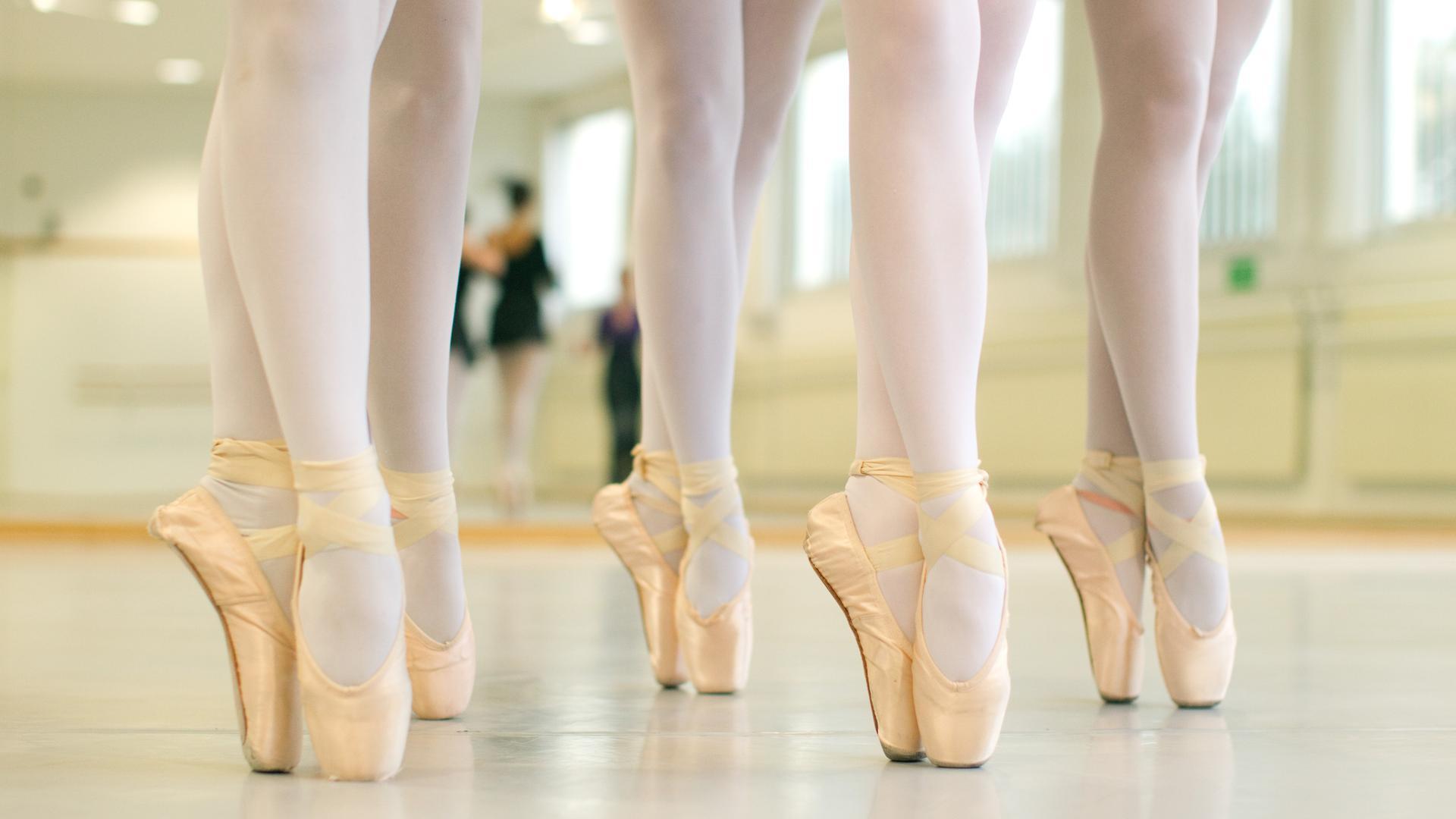 Nachwuchstalente können weiterarbeiten: Mit dem Beschluss des Landes Baden-Württemberg dürfen Tanzschüler, die an einem berufsvorbereitenden Programm teilnehmen, wieder unterrichtet werden.