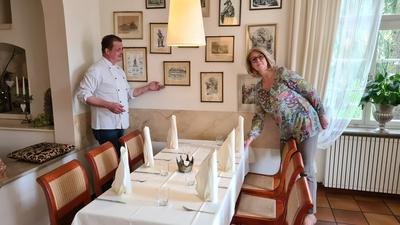 """Historisches Ambiente: Die """"Heckerstuben"""" im Wasserschloss Eichtersheim sind nach dem badischen Revolutionär benannt. Isabell Landsgesell und Robert Petermann führen das Restaurant gemeinsam."""