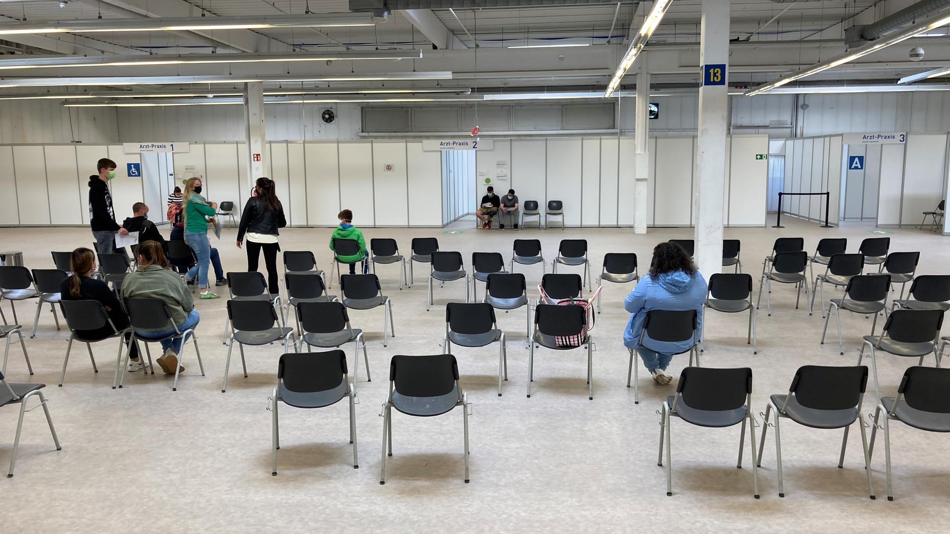 Bis zum letzten Tag waren einige Stühle in der Wartehalle besetzt: Die Kreisimpfzentren sind Geschichte. Die Finanzierung des Landes Baden-Württemberg läuft am 30. September 2021 aus. Somit schließen auch die Standorte in Bruchsal und Sulzfeld ihre Türen.