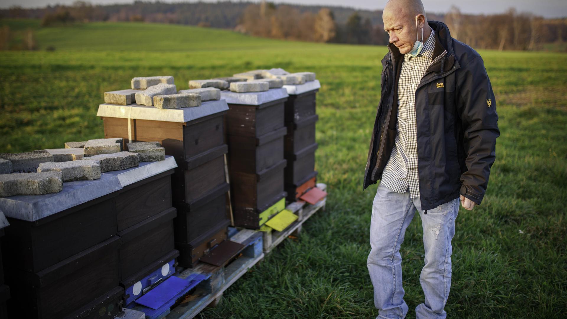 #Der Diedelsheimer Imker Markus Behme sorgt sich um seine Bienen.
