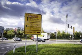 Probleme mit der Verbindung nach Karlsruhe haben die Brettener Pendler, die am Diedelsheimer Dreieck (unser Foto) auf die B293 abbiegen, im Moment eher durch die Sperrung der B10 in Berghausen.