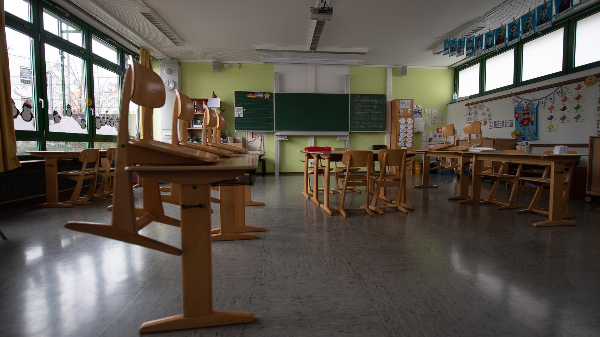 Ab dem 22. Februar soll in die noch leeren Klassenzimmer im Land wieder Leben zurückkehren.