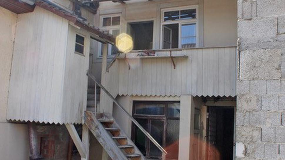 Hausbereich außen mit Treppe