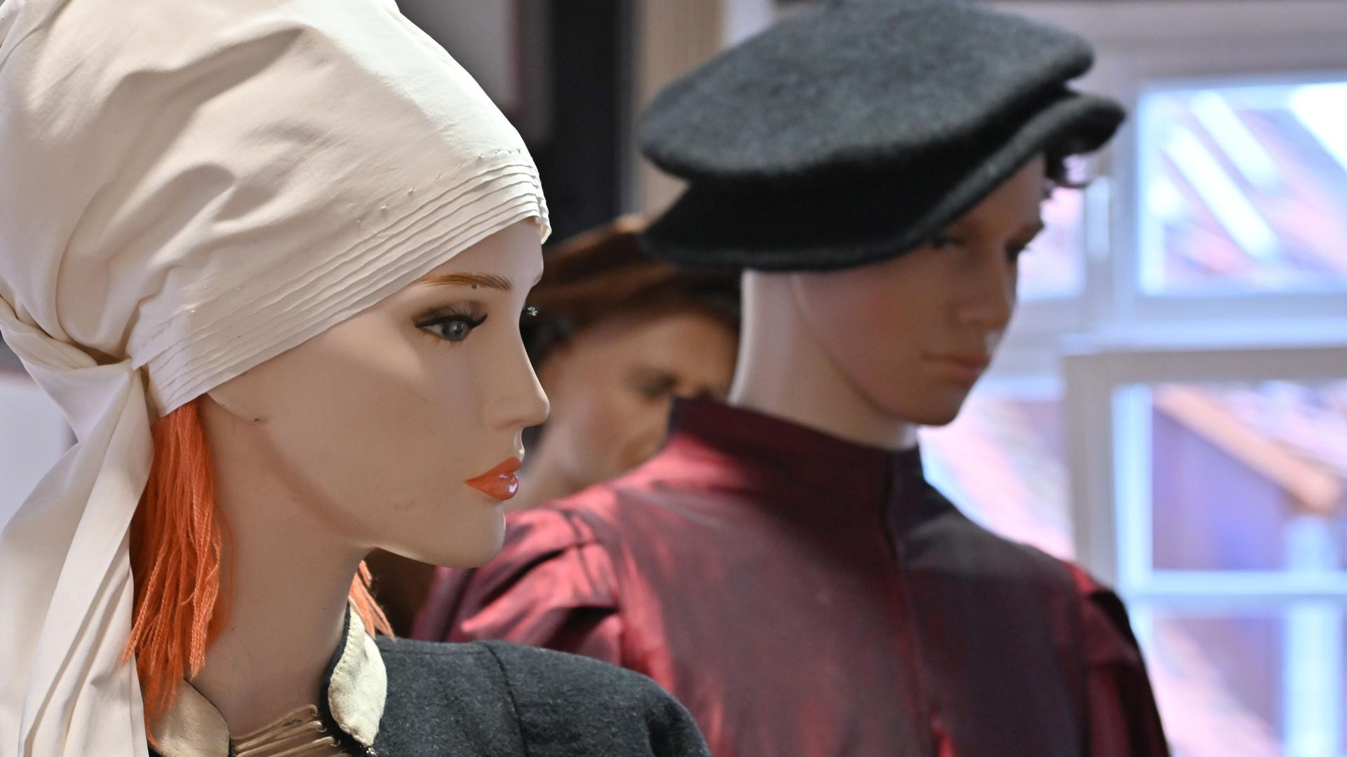 Historisch korrekt gekleidet: In Gewänder wie diese schlüpfen in Bretten beim Peter-und-Paul-Fest rund 3.000 Kostümierte.