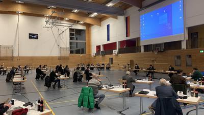 Der Brettener Gemeinderat tagt coronabedingt erstmals im Hallensportzentrum.