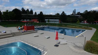 Ein leeres Schwimmbad
