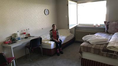 Frau in Zimmer