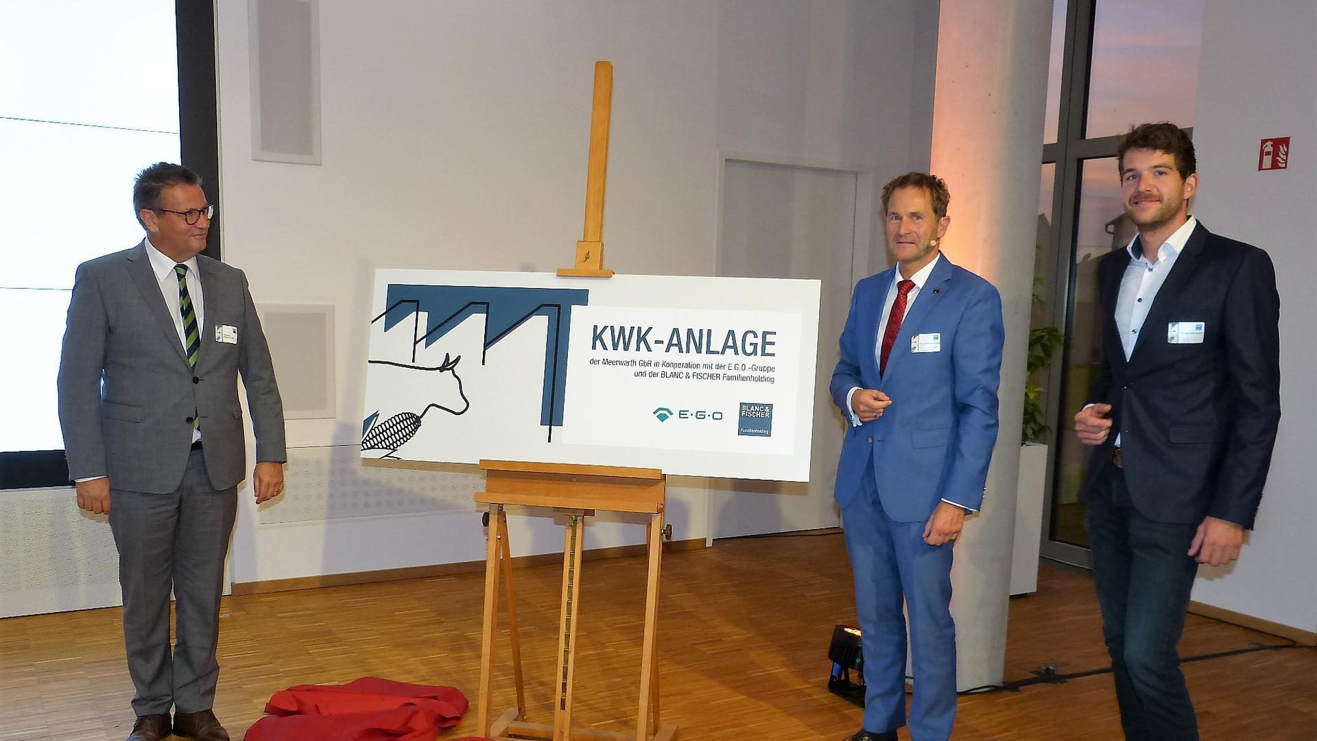 Eröffnen symbolisch die Erweiterung der Biogasanlage und des neuen Blockheizkraftwerks. Landwirtschaftsminister Peter Hauk, Dr. Karlheinz Hörsting und Christian Meerwarth (von links).