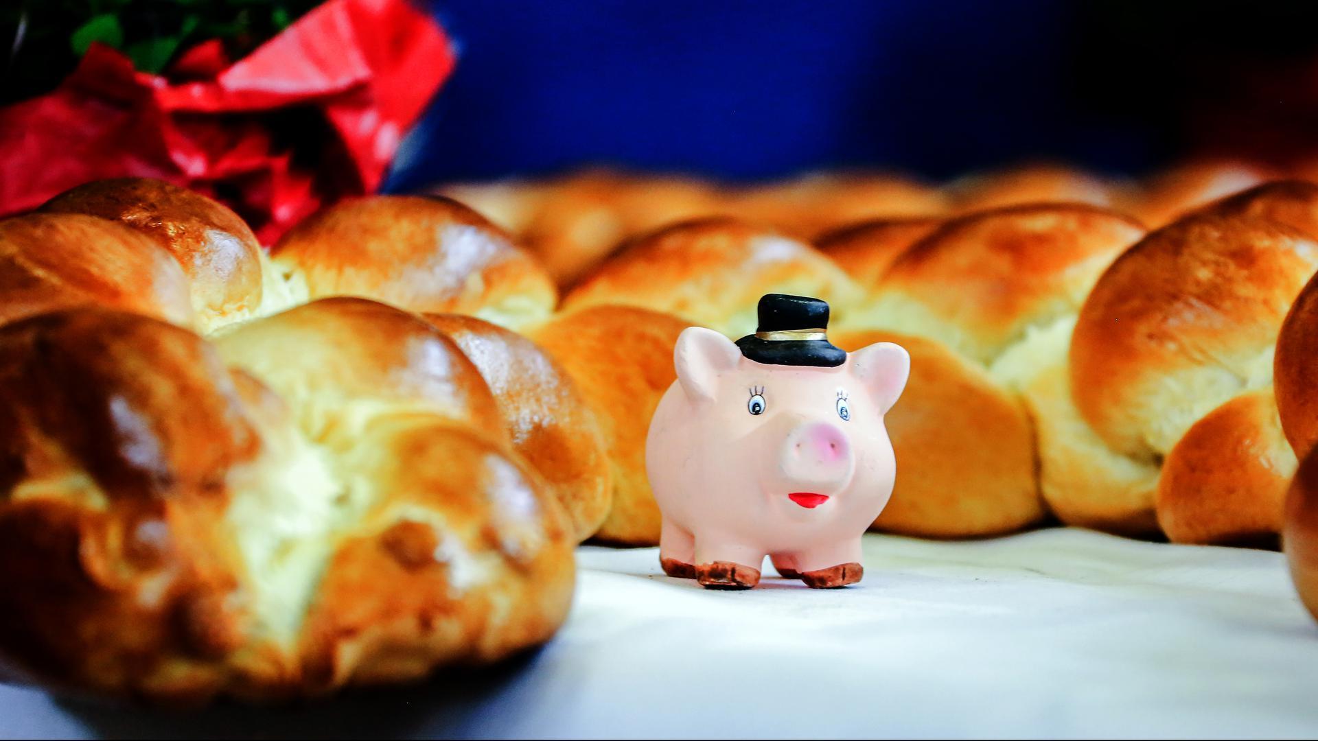 Glücksschwein und Neujahrsbrezel dürfen bei keinem Neujahrsempfang fehlen.