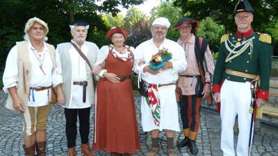 Träger der Ehrennadel in Gold: Thomas und Martin Rothfuß, Annette Franck, Leo Vogt (von links) und Dieter Petri (rechts). Es fehlt: Dieter Baumann. Gerhard Franck (2.v.r.) erhielt eine Sonderehrung.
