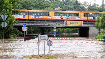 Bahnunterführung unter Wasser