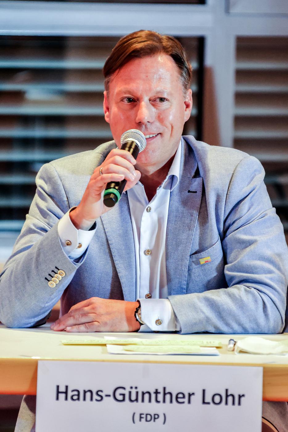 Hans-Günther Lohr von der FDP bei der Diskussionsrunde in Bretten.