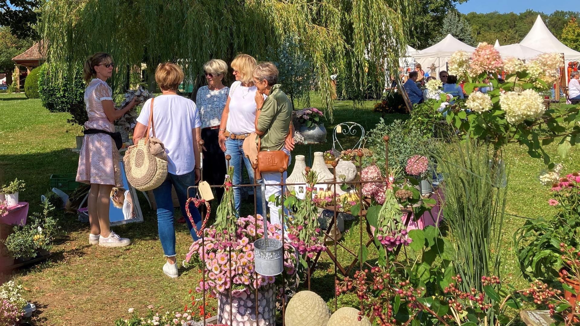"""Florale Kunstwerke: Ein Hingucker waren die Gestecke, Dekorationen oder Bepflanzungsvorschläge von Floristikmeisterin Anne-Kathrin Fais aus Nürtingen. Bei der """"Home & Garden"""" waren ihre Ideen gefragt."""