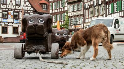 Hund bei Holzhunden
