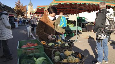 Samstagsmarkt in Bretten, coronabedingt in der Sporgasse und nicht auf dem Marktplatz