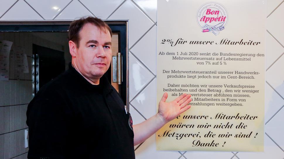 In der Metzgerei Bon Appetit sollen die Mitarbeiter von der Mehrwertsteuersenkung profitieren.