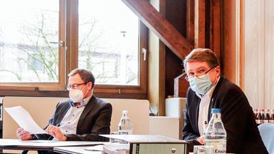 Kämmerer Wolfgang Pux (links) und Brettens OB Martin Wolff (rechts) informieren über den Haushalt 2021.