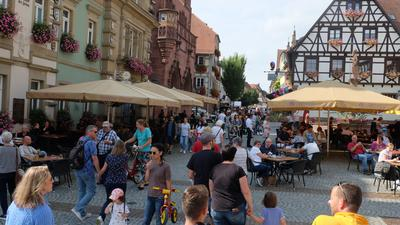 Viele Menschen in der Innenstadt