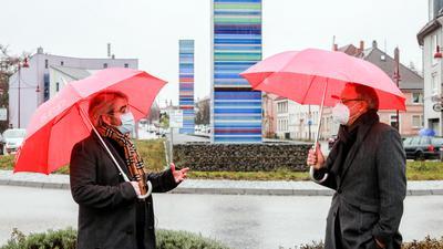 Landtagskandidat Stephan Walter (links) im Gespräch mit SPD-Spitzenkandidat Andreas Stoch (rechts) beim Vor-Ort-Termin in Bretten.