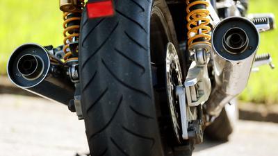 Lauter als erlaubt: Das kommt bei manchen Motorrädern hin und wieder vor. Der Grund liegt nach Einschätzung von Experten weniger an den Maschinen selbst, als vielmehr am Fahrstil ihrer Nutzer.