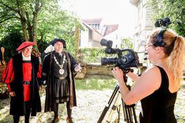 Filmaufnahmen mit zwei Männern in Mittelaltergewand
