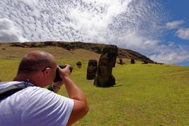 Reise-Fotograf Gernot Haida fotografiert die weltbekannten Statuen auf der Osterinsel.