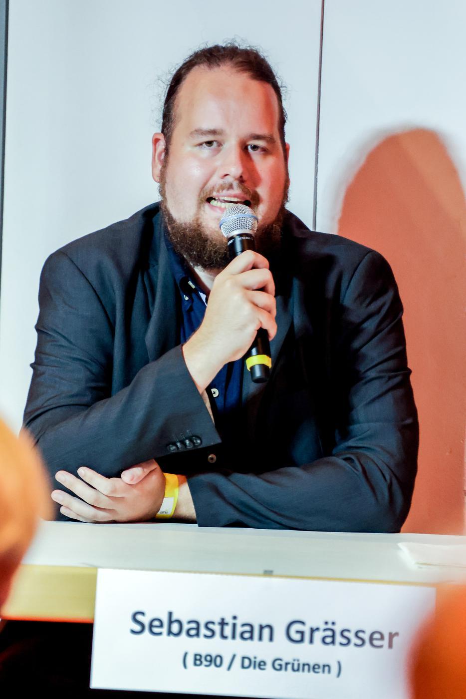 Sebastian Grässer von den Grünen bei der Diskussionsrunde in Bretten.