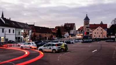 Nächtliche Parkplatzszene