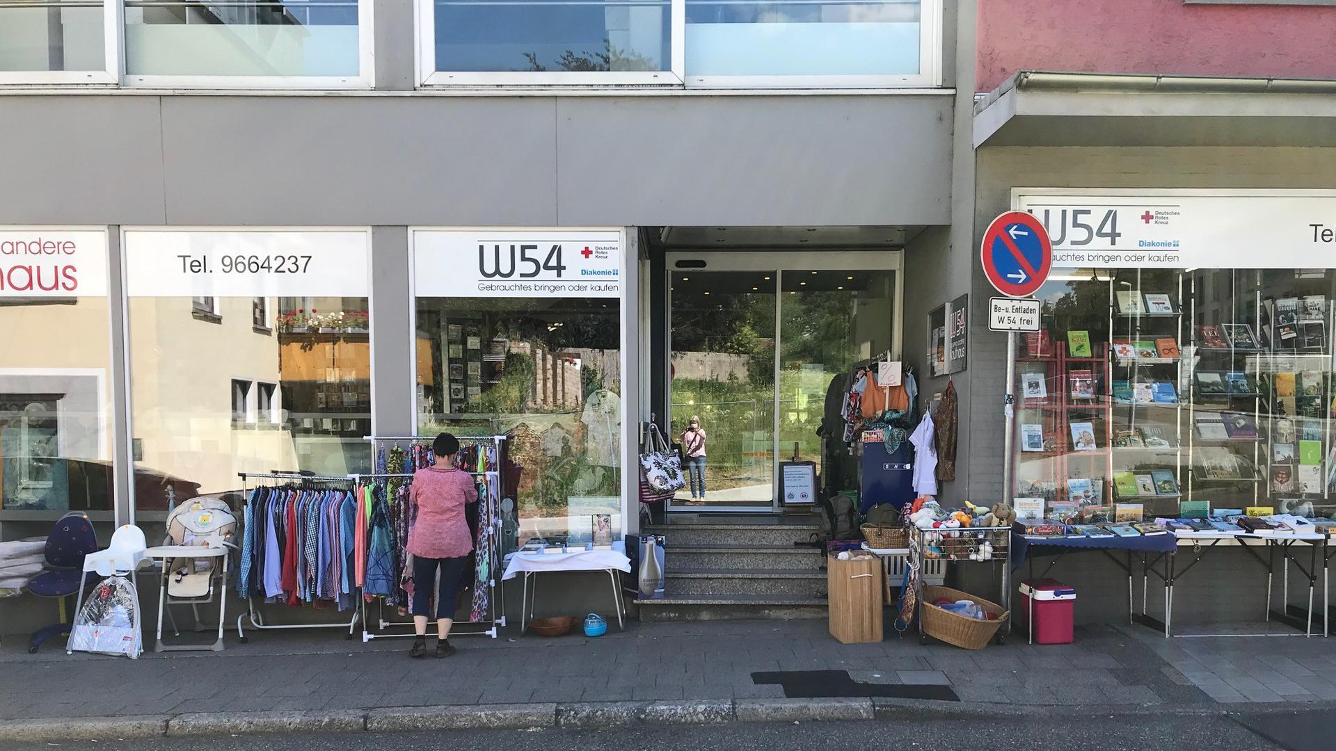 Das Secondhand-Kaufhaus W54 in Bretten kam mit Kurzarbeit und treuen Kunden bislang gut durch die Krise.  Fotos: Thienes