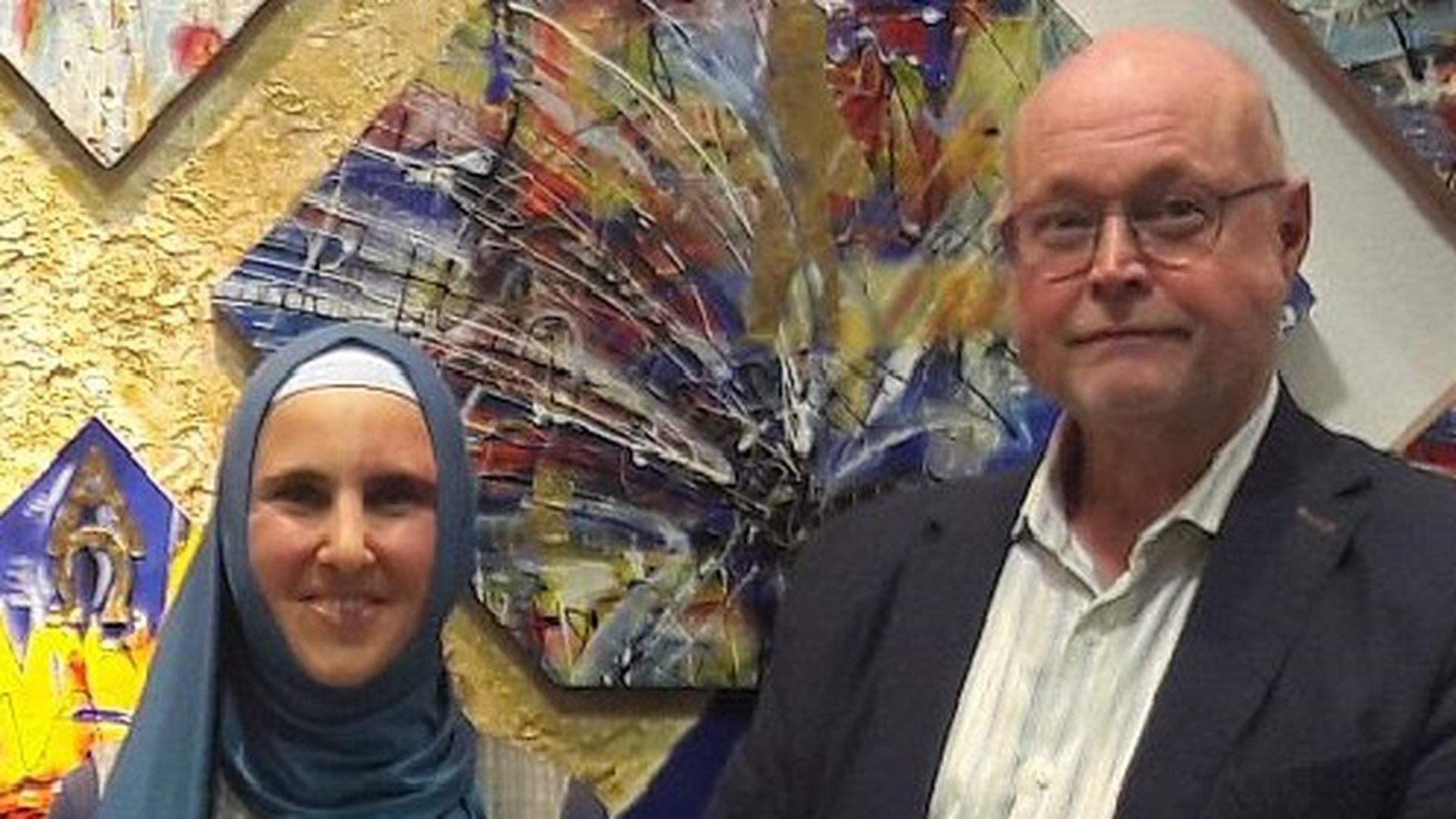 Frau mit Kopftuch und Mann