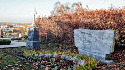 Zwei Gedenksteine