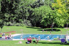 In den ersten Tagen nach dem Restart ging es auf dem Freibadgelände der Badewelt Bretten sehr gemächlich zu, so hatten alle Besucher sehr viel Platz beim Sonnenbaden.