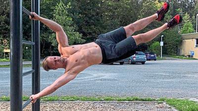 Muskelkraft und Eigengewicht: Der Sulzfelder Frank Leuchtenberger braucht beim Calisthenics-Training nicht viel.