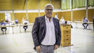 Der Kritik seiner Gemeinderäte (im Hintergrund) musste sich Bürgermeister Markus Rupp zum thema Radweg Diedelsheim - Gondelsheim stellen.