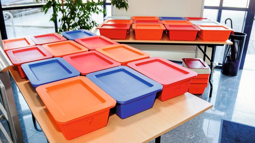 Praktische Lösung: Bei Rehactiv können die Besucher ihre Schuhe in festen Boxen verstauen.