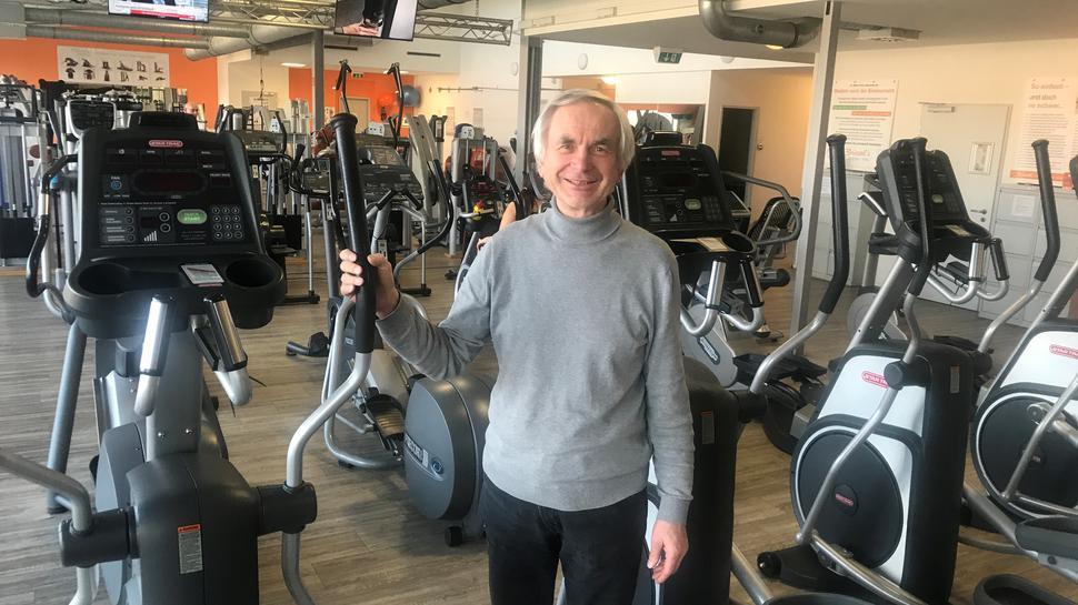 Mit einer kreativen Idee will Richard Brüssel die angeordnete Schließung seines Fitness-Centers überstehen.