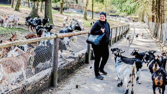 Annika Willig führt und betreibt zusammen mit ihrem Mann Jörg und Tochter Tamara den Brettener Tierpark.