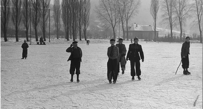 Schlittschuhspaß anno dazumal: Der Bruchsaler Eisweiher war früher regelmäßig überflutet. Im Winter war die Fläche zugefroren und lud zum Wintersport ein.
