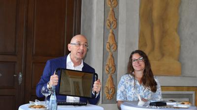 Michael Hörrmann, der Geschäftsführer der Staatlichen Schlösser und Gärten und Christina Ebel, die Leiterin der Schlossverwaltung Bruchsal, präsentierten gemeinsam das Programm für das zweite Halbjahr.