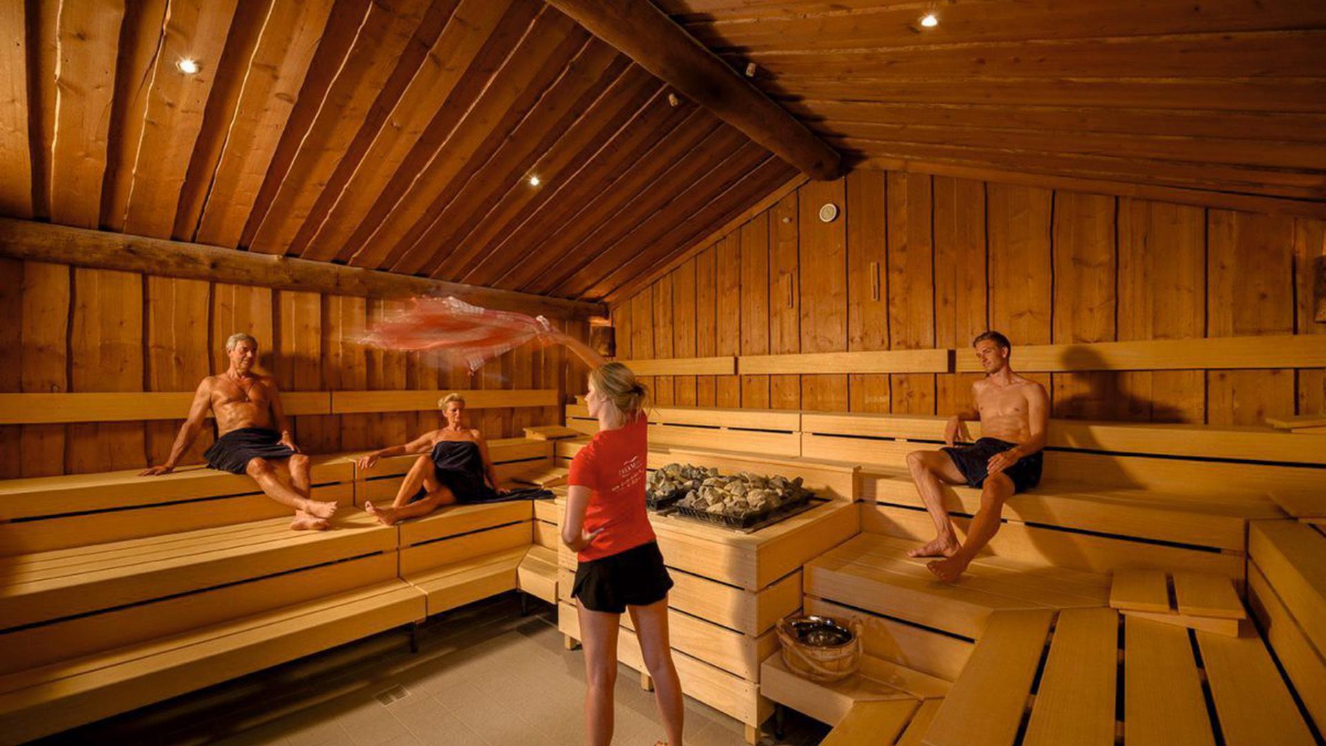 Freier bumst Deutsche Luxushuren in einer Sauna