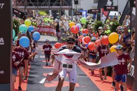 FOTO: Jochen BLUM; Bad-Schoenborn; DEU; 03.06.2018; Leichtathletik, Triathlon: Ironman 70.3 Kraichgau; im Bild: Sieger Jan Frodeno;