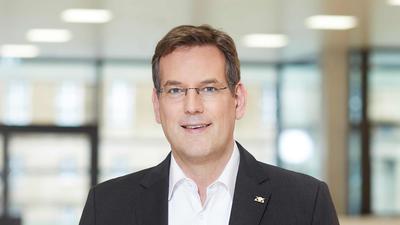 Erik Schweickert aus Niefern ist Professor für Internationale Weinwirtschaft an der Hochschule Geisenheim und Präsident des Bundes Deutscher Oenologen.