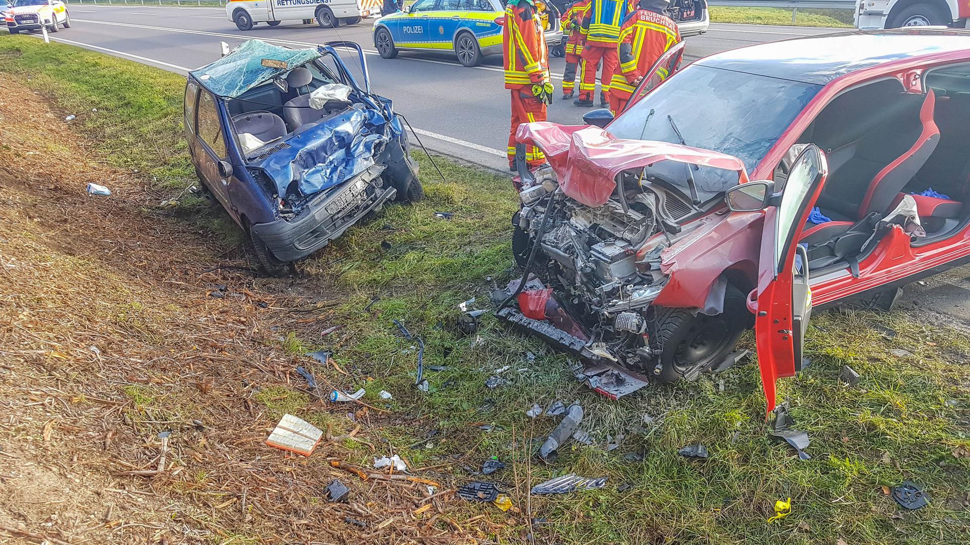 Schwerer Unfall: Auf der B35 bei Bruchsal-Süd sind am Samstag zwei Autos ineinander gekracht. Ein drittes wurde ebenfalls beschädigt.