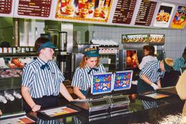 Mitarbeiter im McDonalds Bruchsal bei der Eröffnung im November 1995