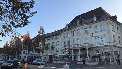Schaufront am Bahnhof: Das Quartier zwischen Amalienstraße und Hildastraße verfügt noch über viele gut erhaltene Häuser aus der Vorkriegszeit.