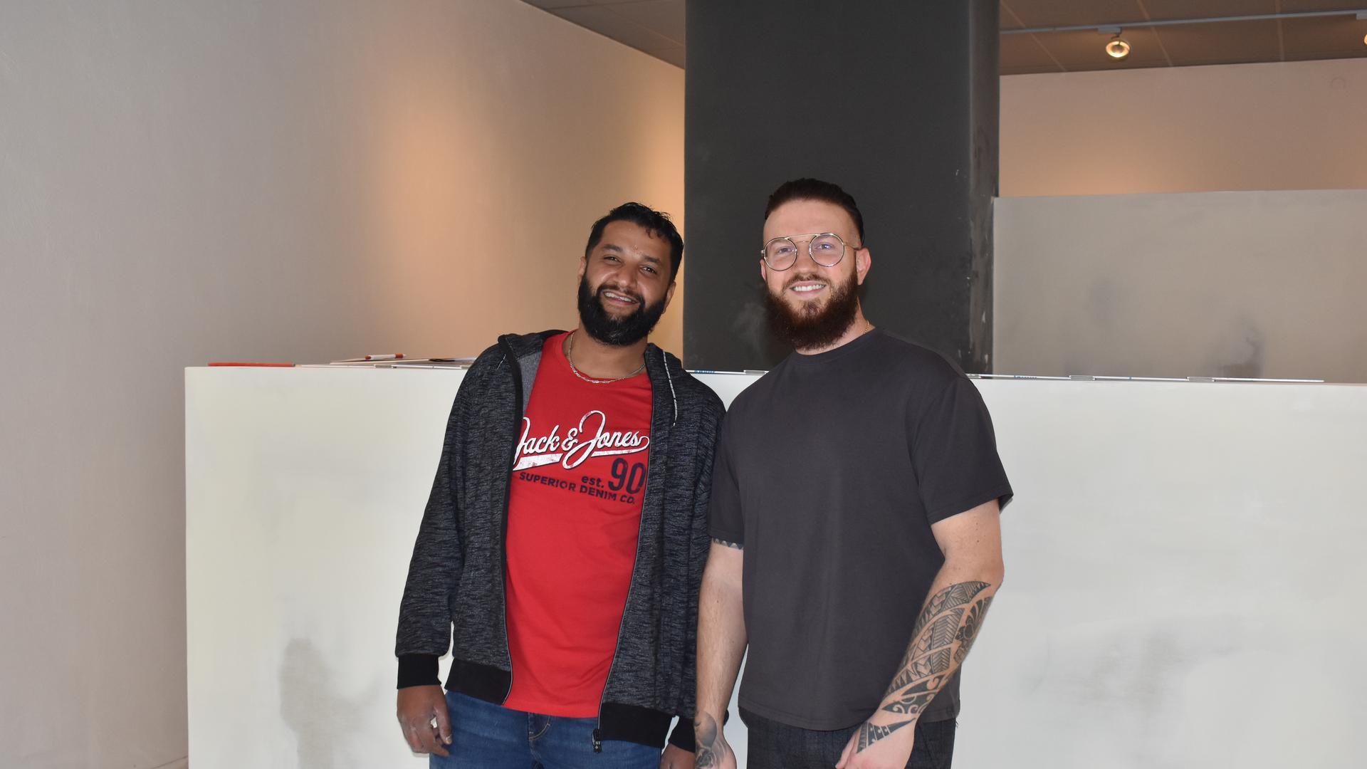 Bereiten gemeinsam den Start der Bruchsaler Sushi-Bar in der Friedrichstraße vor: (v.l.) Belal Ismail, Geschäftsführer und Franchise-Nehmer und Dennis Majchrzak, gründer und Geschäftsführer der Kette On-Sushi.